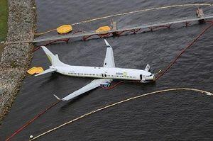 Mỹ điều tra nguyên nhân vụ máy bay Boeing 737 lao xuống sông