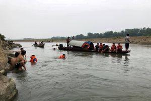 Nhóm học sinh lớp 7 rủ nhau tắm sông, 4 em tử vong do đuối nước