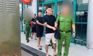 Bắt thêm 3 kẻ côn đồ điên cuồng chém người trước cửa tiệm cầm đồ ở Huế