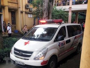 Thanh chắn bê tông rơi ở trường học, một học sinh tử vong