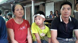 Bốn học sinh tử vong trên sông Mã: Bố ngã quỵ, mẹ gào khóc trong tuyệt vọng