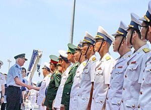 Hai tàu Hải quân Australia cập cảng Cam Ranh thăm Việt Nam