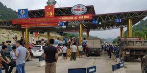 BOT QL6 Hòa Lạc – Hòa Bình liên tục phải xả trạm do bị lái xe phản đối