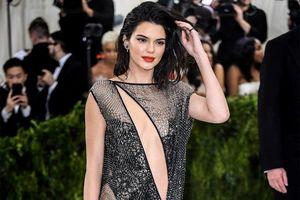 Kendall Jenner mặc hở táo bạo nhất lịch sử Met Gala