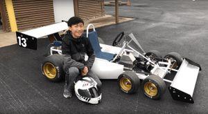 Cậu bé 13 tuổi này tự chế tạo xe đua 6 bánh lấy cảm hứng từ F1