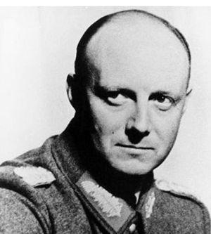 Cuộc Đời Adolf Hitler – Tên tội phạm chiến tranh (phần 6)
