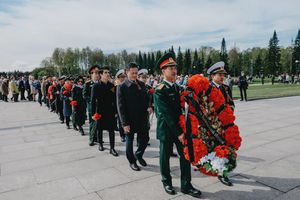 Người Việt tại Saint-Petersburg tri ân các anh hùng chống phátxít