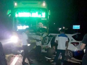 3 người tử vong sau khi ôtô khách đối đầu taxi