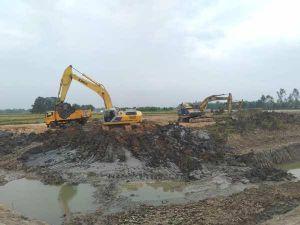 Hà Tĩnh: Thi công nạo vét lòng hồ, hàng ngàn m3 đất sét được chở đi bán cho nhà máy gạch