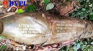 Tá hỏa phát hiện quả bom 'khủng' khi đi lấy củi trên đồi