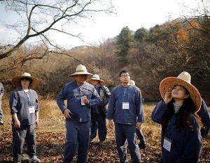 Giới trẻ Hàn Quốc bỏ tiền để được trở thành 'phạm nhân'
