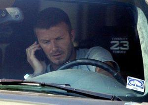 Lái xe nghe điện thoại, David Beckham hầu tòa