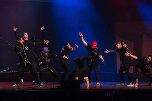 Nhóm nhảy nổi tiếng Hàn Quốc biểu diễn tại phố đi bộ
