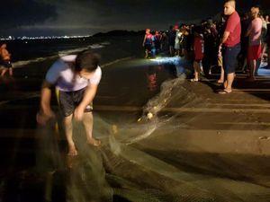Đà Nẵng: Tắm biển, 3 nam sinh bị đuối nước, 1 người mất tích