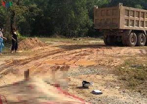 Xe ben kéo lê xe máy hàng chục mét, 1 người tử vong