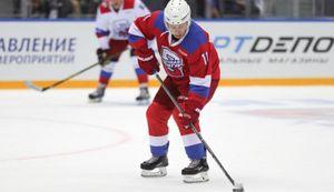 Tổng thống Putin ghi nhiều bàn thắng nhất trong trận khúc côn cầu trên băng