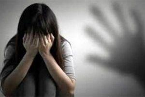 Bé gái nhiều lần bị 'ông nội hờ' khống chế hiếp dâm