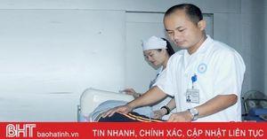 Bác sỹ trẻ hết lòng với bệnh nhân, say mê công việc