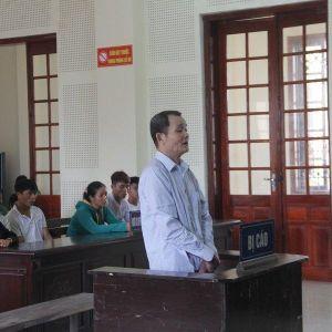 Nước mắt người phụ nữ bất hạnh trong phiên tòa cha giết con