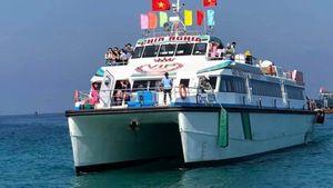 Ngắm tàu 'khủng' chở khách siêu tốc ra đảo Lý Sơn vừa đưa vào hoạt động