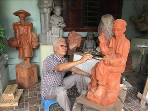 Họa sỹ, nhà điêu khắc Trần Minh Châu trọn tấm lòng với Bác