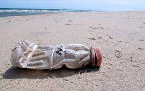 Báo động tình trạng rác thải nhựa ở các bờ biển trên khắp thế giới