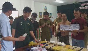 Bắt giữ 3 đối tượng người Lào vận chuyển 100.000 viên ma túy vào Việt Nam
