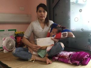 Trao hơn 41 triệu đồng đến bé Đinh Minh Phương bị u não