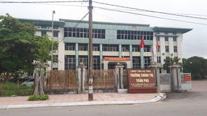 Đăng tin xúc phạm lãnh đạo Đảng và Nhà nước trên facebook, trưởng khoa trường Chính trị Trần Phú bị cách chức