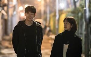 'Đêm xuân' tập 1-2: Khoảnh khắc đẹp như tranh về mối tình chớm nở của Han Ji Min và Jung Hae In