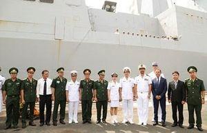 Tàu hộ tống phòng không Hải quân Pháp cập cảng Hiệp Phước