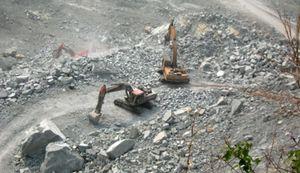 Bình Dương: Công Ty CP Đá Núi Nhỏ khai thác đá gần khu dân cư gây nguy hiểm cho người dân xung quanh