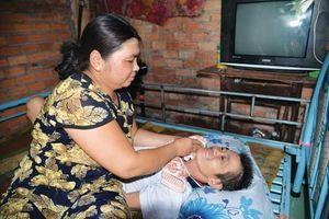 Hoàn cảnh đáng thương của người phụ nữ nuôi chồng nằm liệt giường
