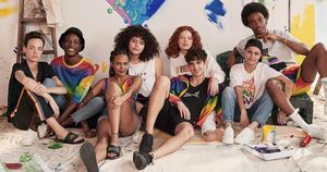 H&M ra mắt BST đặc biệt với thông điệp 'Tình yêu cho tất cả mọi người'