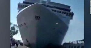 Du thuyền Venice đâm va mạnh: Hành khách hỗn loạn như trong phim thảm họa