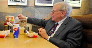 Ai đã chi hơn 4,5 triệu USD để ăn trưa cùng tỷ phú Warren Buffett?