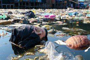 Rác khắp bờ biển Việt Nam