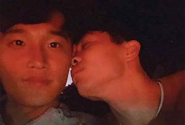 Bạn thân ở Incheon đăng ảnh tình cảm, nhớ Công Phượng