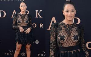 Diễn viên Hollywood dán băng keo che ngực trong chiếc váy xuyên thấu táo bạo
