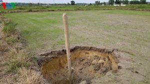 Ruộng tiếp tục sụt lún ở Thừa Thiên Huế, dân hoang mang