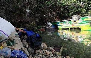 Xe buýt lấn làn gây tai nạn liên hoàn, 29 người thương vong