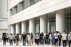 Bên trong 'pháo đài' Huawei: 'Gã khổng lồ' công nghệ vật vã sau lệnh cấm của Mỹ