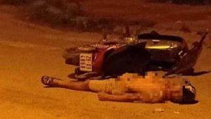 Hòa Bình: Phát hiện người đàn ông chết bên cạnh chiếc xe máy ở trên đường