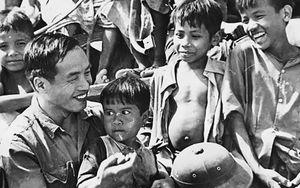 Sáng mãi hình ảnh người lính tình nguyện Việt Nam ở đất nước chùa Tháp
