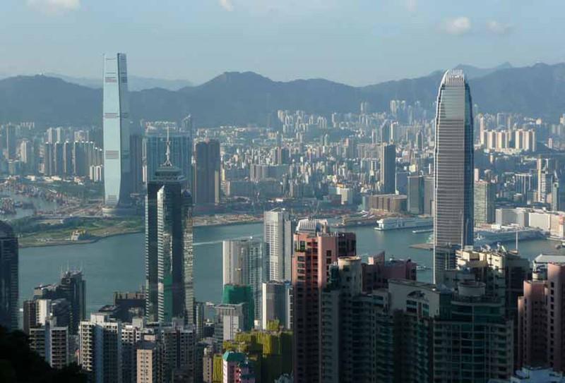 Hong Kong chi chít các tháp chọc trời, giá cả đắt đỏ như thế nào?