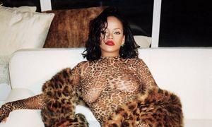 Ca sĩ giàu nhất thế giới diện jumpsuit xuyên thấu 'không nội y' lên tạp chí