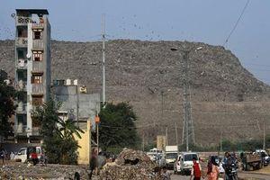 Cuộc sống ở bãi rác lớn nhất Ấn Độ cao 65m, rộng bằng 40 sân bóng