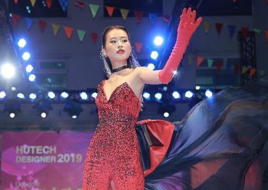 Nam sinh THPT gây ấn tượng tại cuộc thi thời trang chuyên nghiệp