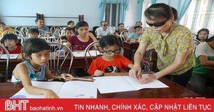 Xóa mù chữ Braille cho hàng chục trẻ em Hà Tĩnh