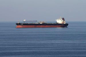 'Nút cổ chai' trên biển đe dọa đẩy giá dầu thế giới lên 100 USD/thùng